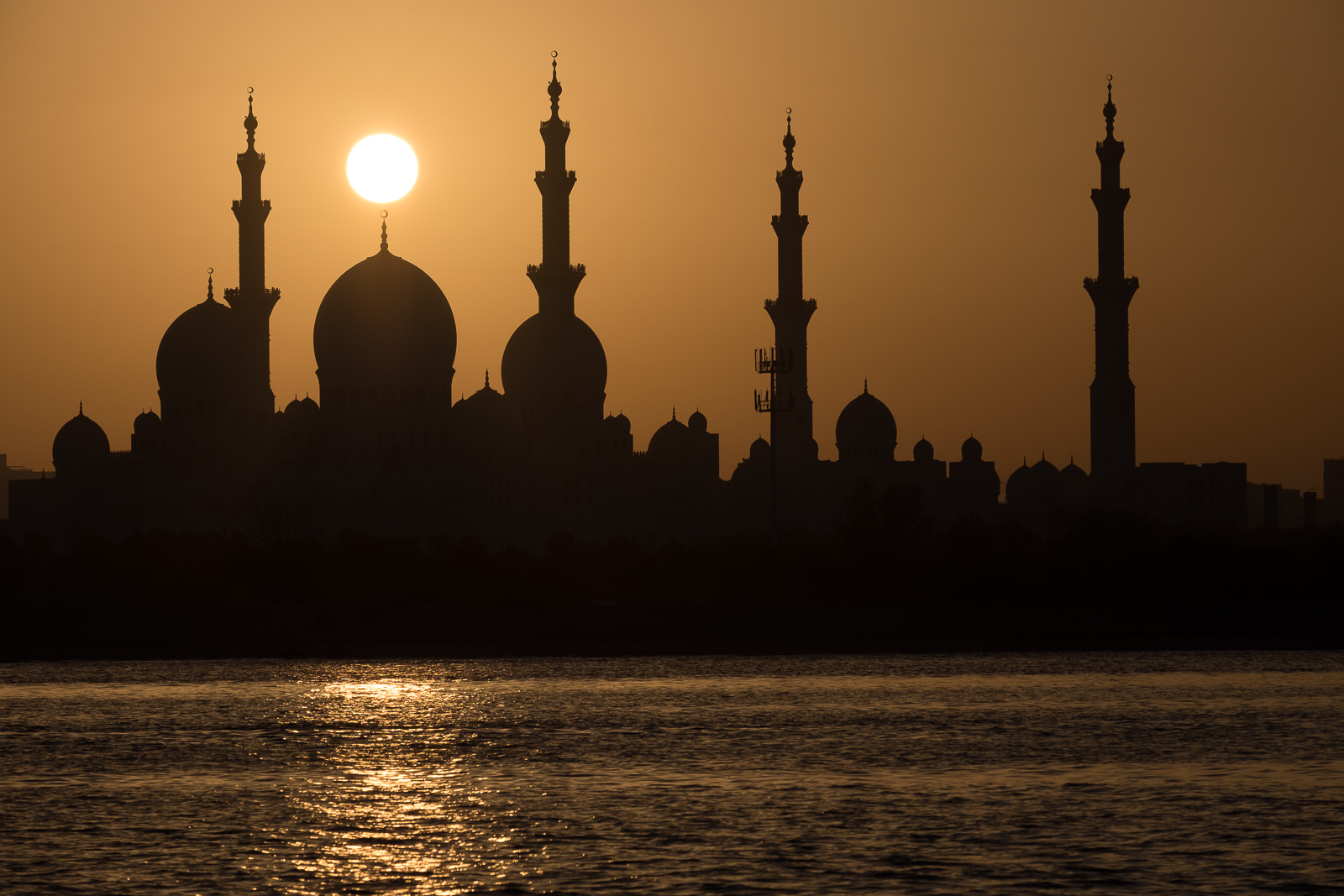 The Sheikh Zayed Grand Mosque at sunset, Abu Dhabi